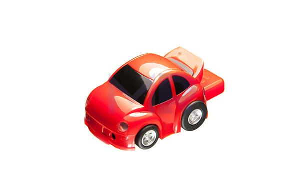 Pendrive czerwony samochód praktyczny i do zabawy z kręcącymi kółkami