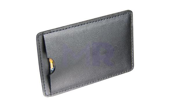 Eleganckie etui na karty z pamięcią USB chroni kartę i stanowi dodatkową ozdobę