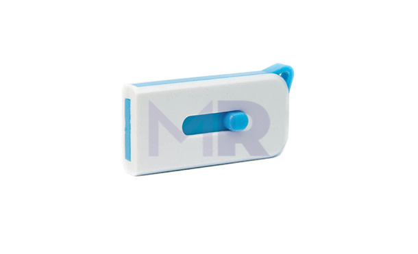 Mały niebiesko-biały pendrive