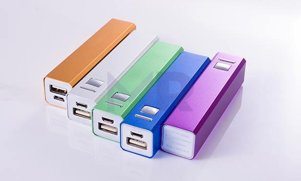 kwadratowy powerbank aluminiowy kolorowy