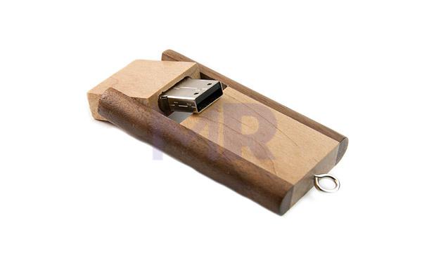 Prostokątny drewniany pendrive