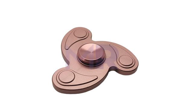 trojramienny metalowy spinner