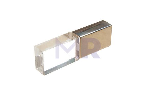 Pendrive pół na pół ze szkła i metalu