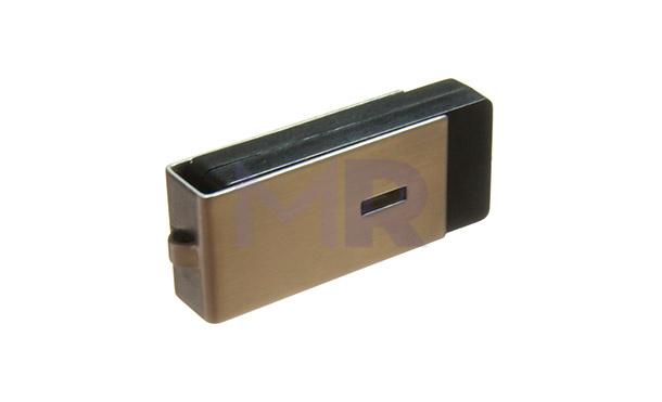 Metalowy pendrive z mechanizmem wysuwającym port w trakcie przekręcania