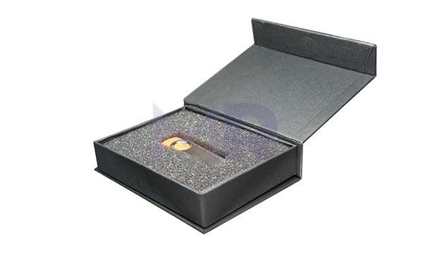 Pudełko na pendrive w kolorze czarnym